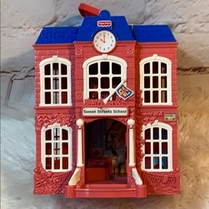 FISHER PRICE SWEET STREETS SCHOOL DOLL HOUSE